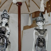 gloriously-painted-wayang-goleg-couple