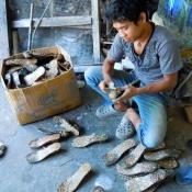 sanding-wooden-batik-sandals